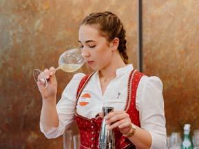 """Sandra Mikic wird """"Bester Rookie Sommelier 2021"""""""